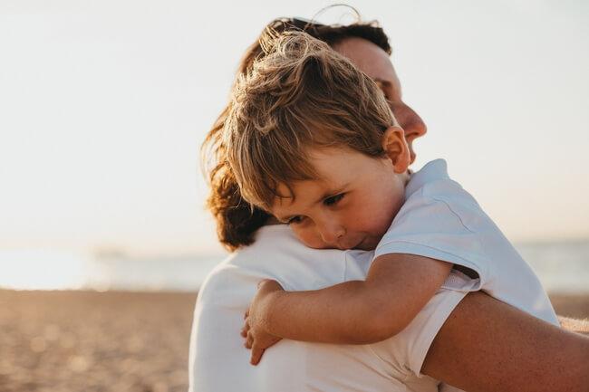 親から離れない子供